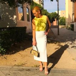 FD186 - Falda midi blanca...